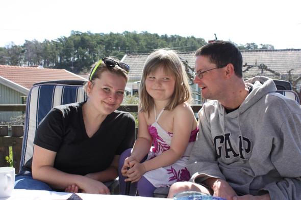 주말 오전 딸 앨런과 한가로운 시간을 보내고 있는 카린·마르코 부부.